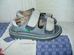 Стиляжные кожаные сандалии KicKers 26 р-р, стелька 17, 5cм.