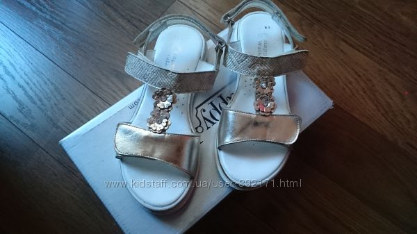 Золотые кожаные сандалики