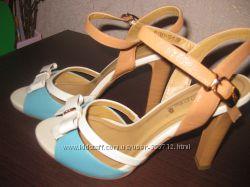 Красивые босоножки  на каблуке