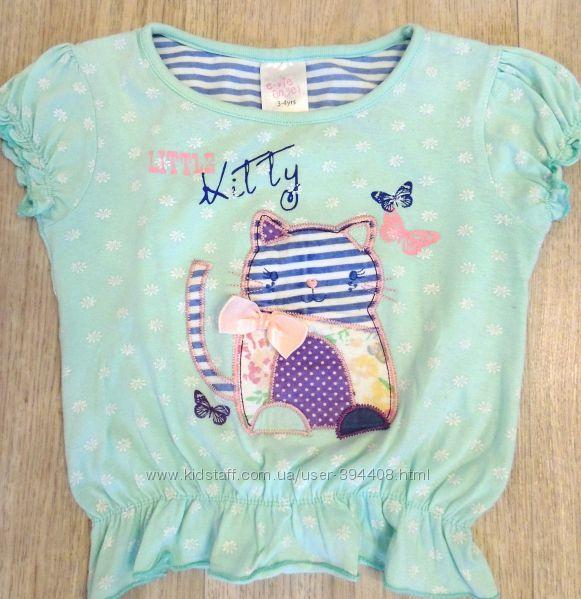 Миленькая футболочка нежно мятного цвета с кошечкой  на 3-4 годика