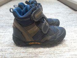 Деми ботинки GEOX  25 размер в хорошем состоянии