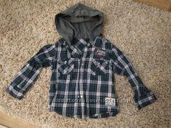 Рубашка на кнопках в идеальном состоянии на 3-5 лет