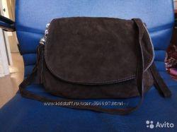 Замшевая сумочка кроссбоди шоколадная