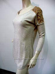 Тонкий стильный свитер с заклепками