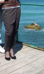 Тонкие нарядные брюки