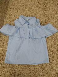 Блуза с воланами и открытыми плечами