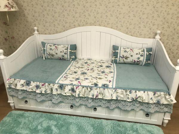 Продам красивый диванчик в стиле прованс, кантри, шебби. Дерево