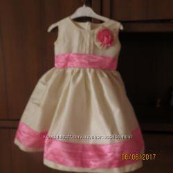 Продам нарядное платье на девочку 3-4 лет