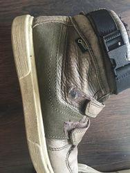 Стильные и очень удобные ботинки Ecco. В отличном состоянии. 35 размер