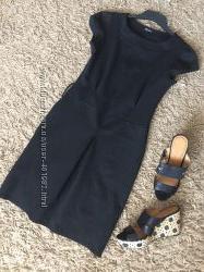 Красивое черное платье-миди по фигуре. плотный трикотаж