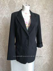 Черный деловой пиджак, удлиненный спереди. lindex. размер 46-48