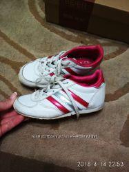 Кроссовки на девочку adidas 28р
