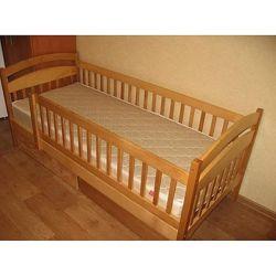 Кровать из дерева Карiна