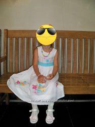 лёгкое красивое платье модной девчонке 3-5лет