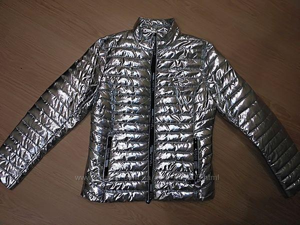 Куртка деми серебро.