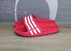 Шлепанцы Adidas.