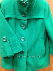 Темно-зеленое пальто свободного кроя