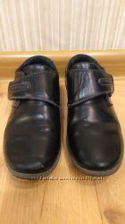 Туфли на мальчика 31 размер.