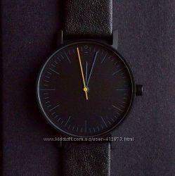 Стильные часы. В наличии.