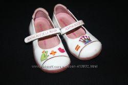 Белые туфельки лаковые Agatha Ruiz de la Prada, р. 25