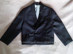 Строгий нарядный пиджак на мальчика, р. 116-122, черный.