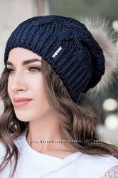 красивая шапка с помпоном на флисе 2017 черная и темно синяя