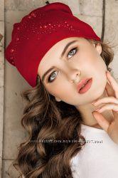 красивая качественная шапочка со стразами на флисе в наличии