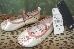 Туфли новые на девочку с бирками 23 размера
