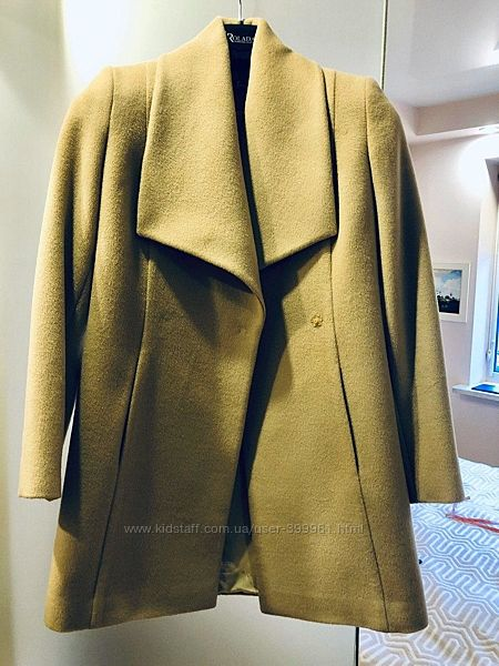 Продам демисезонное бежевое пальто
