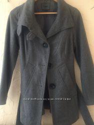 Пальто Only серое короткое