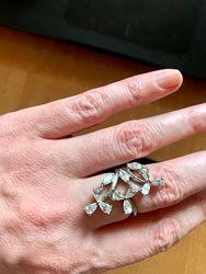 Массивное кольцо серебро с цветами из камней