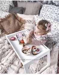 Подносы-столики для завтраков в постель. В сером и белом цветах. ИКЕА.