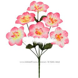 Букеты из искусственных цветов на поминальные дни в наличии