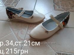 Нові лакові туфельки р. 34