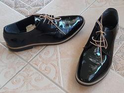 Шкіряні лакові туфлі р.40
