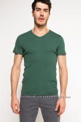 зеленая мужская футболка DE FACTO с V-образной горловиной