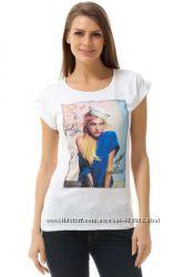 белая женская футболка De Facto с девушкой на груди. фирменная Турция