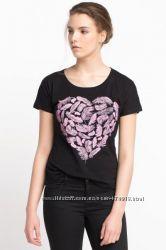 черная женская футболка De Facto с розовым сердечком. фирменная Турция