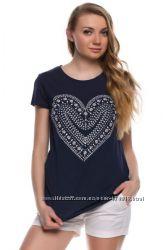 иссиня-черная женская футболка De Facto с белым сердцем. фирменная Турция
