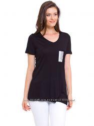черная женская футболка с серебристой вставкой