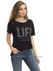 черная женская футболка с серебристой надписью LIFE