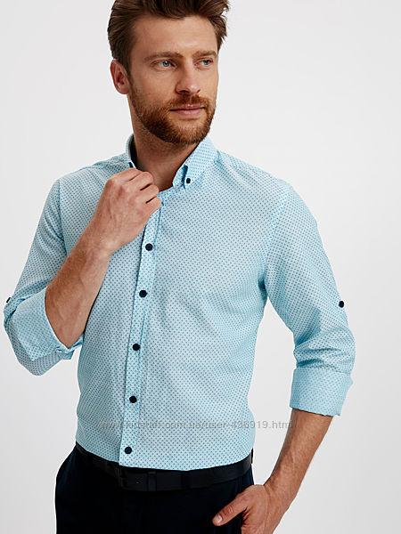голубая мужская рубашка LC Waikiki в синюю точку и синими пуговицами