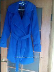 Пальто цвета электрик