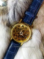 Стильные женские часы Цвета в наличии