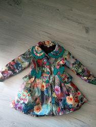 Красивое пальто на девочку в цветах