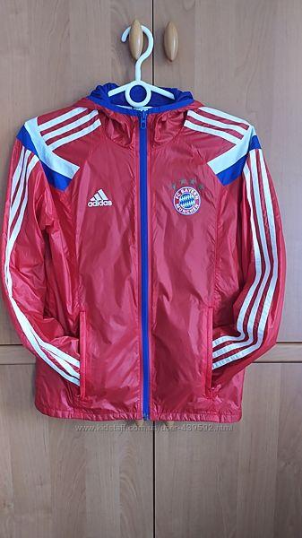 Спортивная ветровка Adidas оригинал на подкладке, без утеплителя.