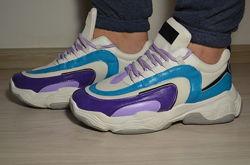 Яркие кастомизированные уникальные кроссовки