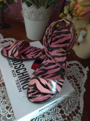 Стильные босоножечки Moschino 30 размер