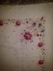Платок женский с цветочный орнаментом.