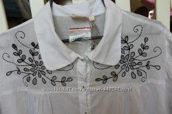 Тоненькая ситцевая блуза, с вышивкой, свободного кроя.